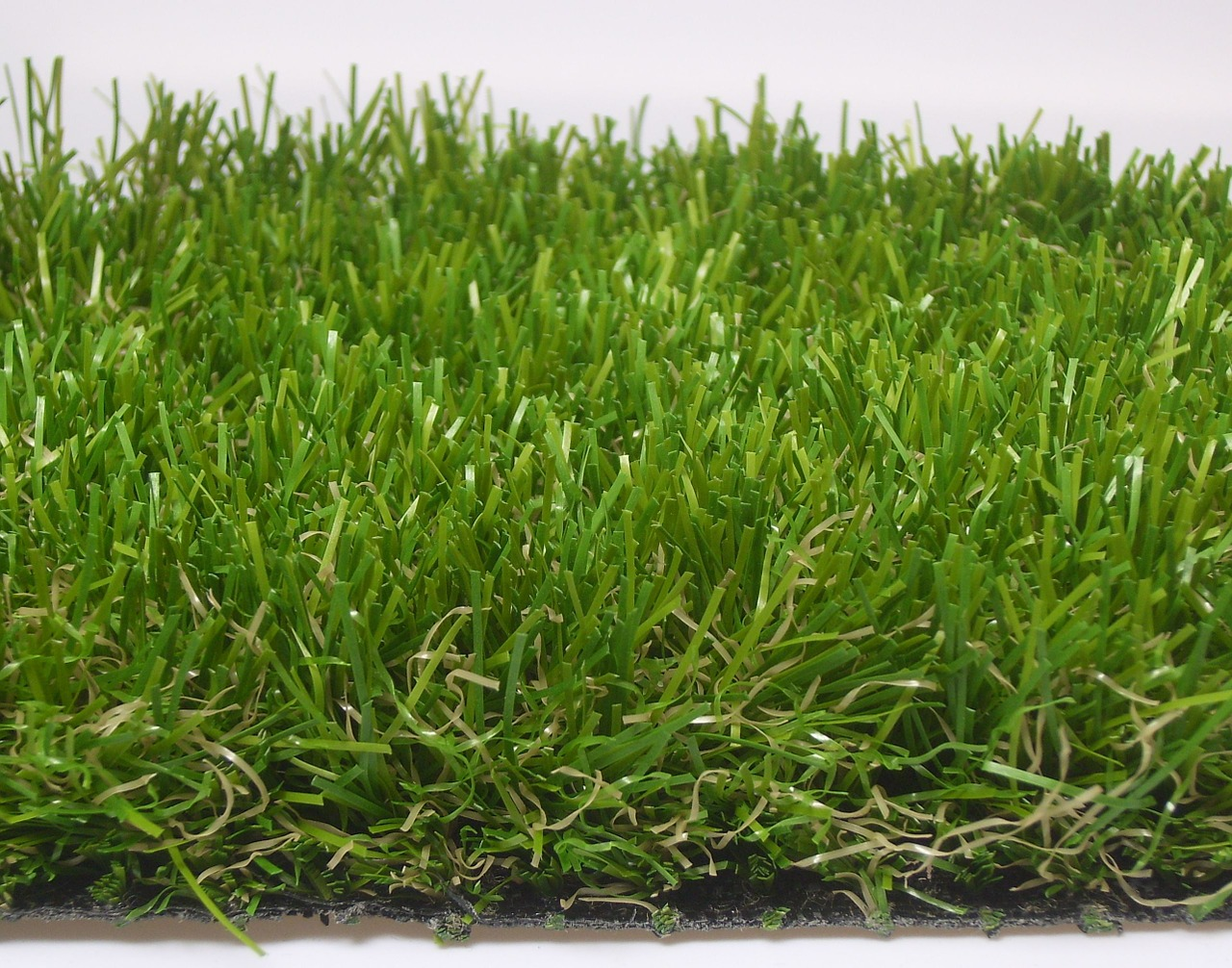 Natural Grass vs. Artificial Turf in Arizona