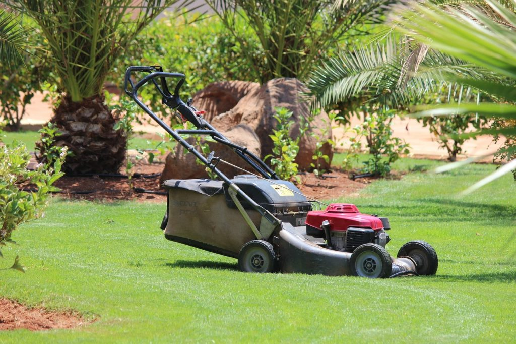 lawn-mower-320799_1280